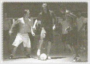 gs-hoboken-zaalvoetbalschool-jongeren-aan-het-voetballen